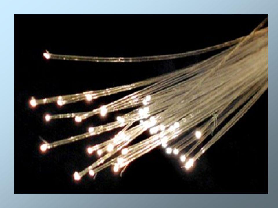 Zastosowanie Oświetlenie za pomocą światłowodów daje nieograniczone praktycznie wszędzie: stosuje się w reklamie, służy jako dekoracja, można uzyskiwać efekt rozgwieżdżonego nieba oświetlając sufity używając przewodów o małych średnicach 0,75 mm, świecących końcem.