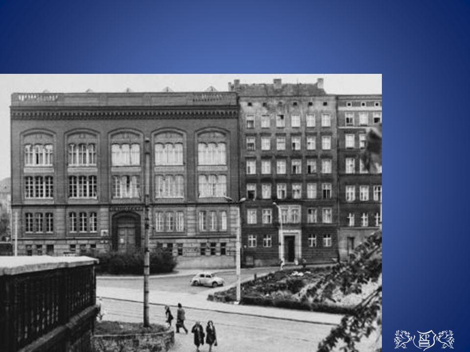 Po 1945 r., wraz z nastaniem w mieście polskiej administracji funkcję budynku zachowano…