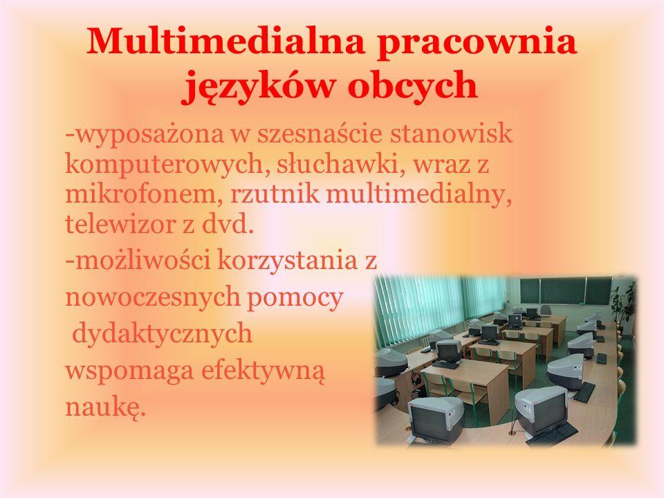 Multimedialna pracownia języków obcych -wyposażona w szesnaście stanowisk komputerowych, słuchawki, wraz z mikrofonem, rzutnik multimedialny, telewizor z dvd.