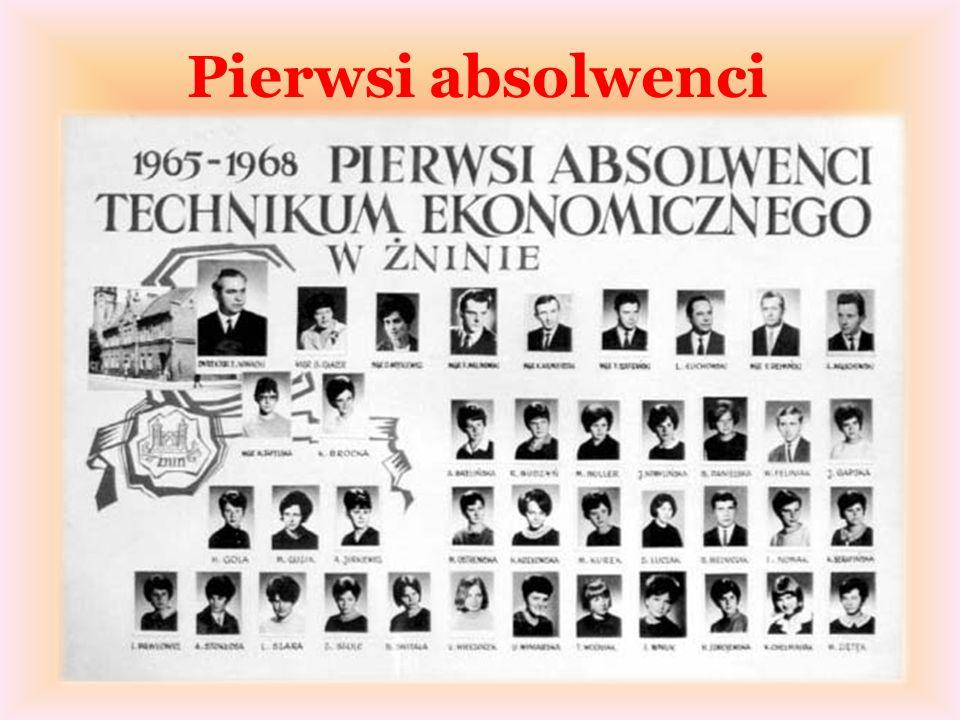 Pierwsi absolwenci