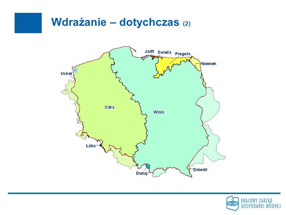 Wdrażanie – dotychczas (3) 2005 Raport dla Komisji Europejskiej Raport z realizacji działań dla obszaru dorzecza Odry oraz dla obszaru dorzecza Wisły Raport MKOOpZ dla Międzynarodowego Obszaru Dorzecza Odry Działania przygotowawcze do konsultacji społecznych na poziomie obszarów dorzeczy i regionów wodnych - rozpoczęcie prac nad Programem udziału społeczeństwa we wdrażaniu Ramowej Dyrektywy Wodnej przygotowanie metodyk i wytycznych do realizacji zadań w latach następnych testowanie metodyk i wytycznych na obszarze pilotażowym wyznaczonym dla potrzeb realizacji projektów dot.