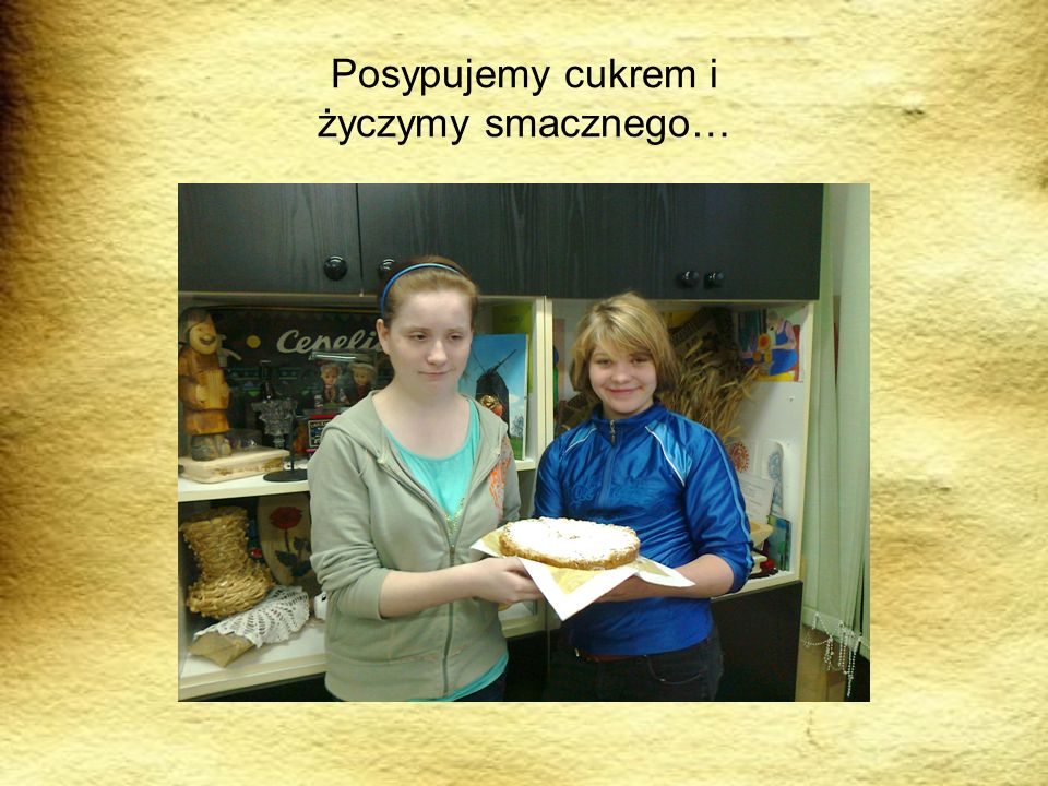 Mazurkiem poczęstowałyśmy kolegów i koleżanki… Smakował bardzo…. mniam, mniam….