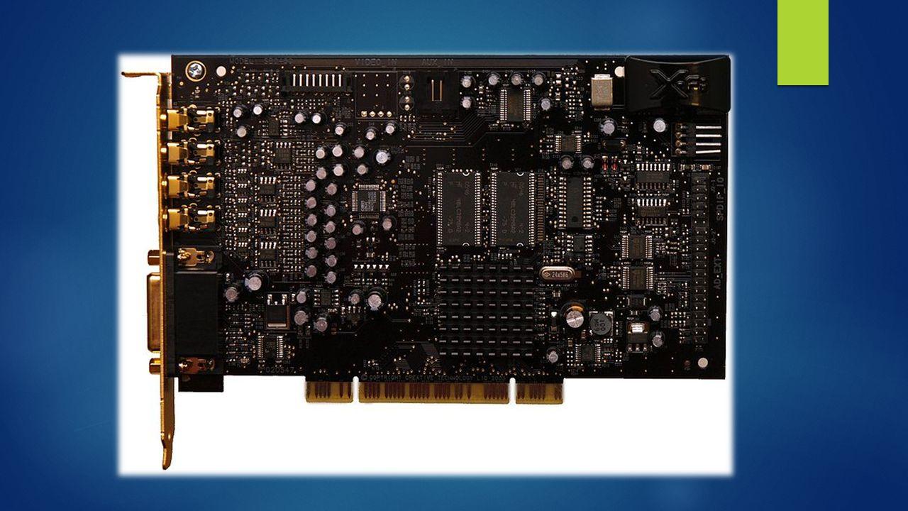  Karty dźwiękowe w zależności od stopnia skomplikowania i zaawansowania mogą posiadać następujące elementy:  Generator dźwięku – występował w starszych kartach i był to zazwyczaj generator drgań o zadanej częstotliwości połączony z generatorem obwiedni (amplitudy) oraz generator szumu, służył do sprzętowego generowania dźwięków za pomocą modulacji i łączenia fal oraz szumu,  Przetworniki A/C i C/A – umożliwiające rejestrację i odtwarzanie dźwięku (umożliwiające zamianę sposobu reprezentacji sygnału z analogowego na cyfrowy i odwrotnie),  Bufor – mała (często tylko kilka kilobajtów) pamięć RAM, używana przez przetworniki A/C i C/A, do których cyfrowy dźwięk jest zapisywany i odczytywany przez procesor główny komputera lub odtwarzany po uprzednim wgraniu tam danych,  Mikser dźwięku – służy do łączenia sygnałów dźwięku z różnych źródeł, generatorów dźwięku, przetworników C/A w skrócie PCAA], wejść zewnętrznych, itp.,  Wzmacniacz sygnałów wyjściowych - służy do wzmacniania sygnału wyjść przeznaczonych dla urządzeń pasywnych (np.