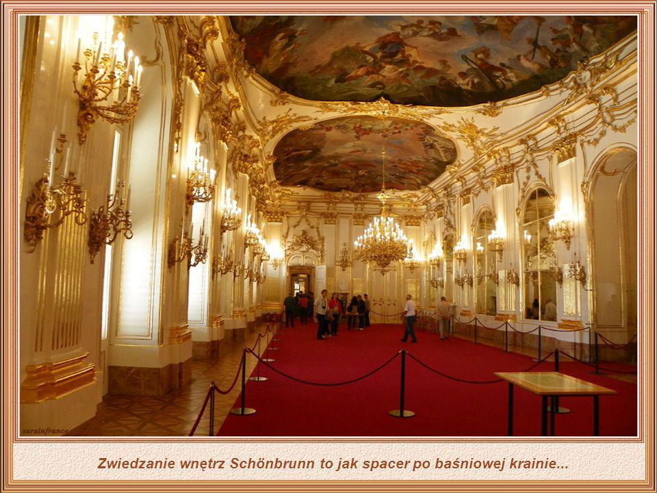 Zwiedzanie wnętrz Schönbrunn to jak spacer po baśniowej krainie...