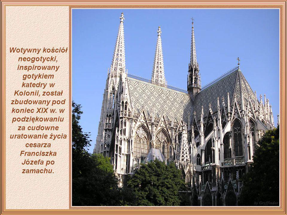 Wotywny kościół neogotycki, inspirowany gotykiem katedry w Kolonii, został zbudowany pod koniec XIX w.