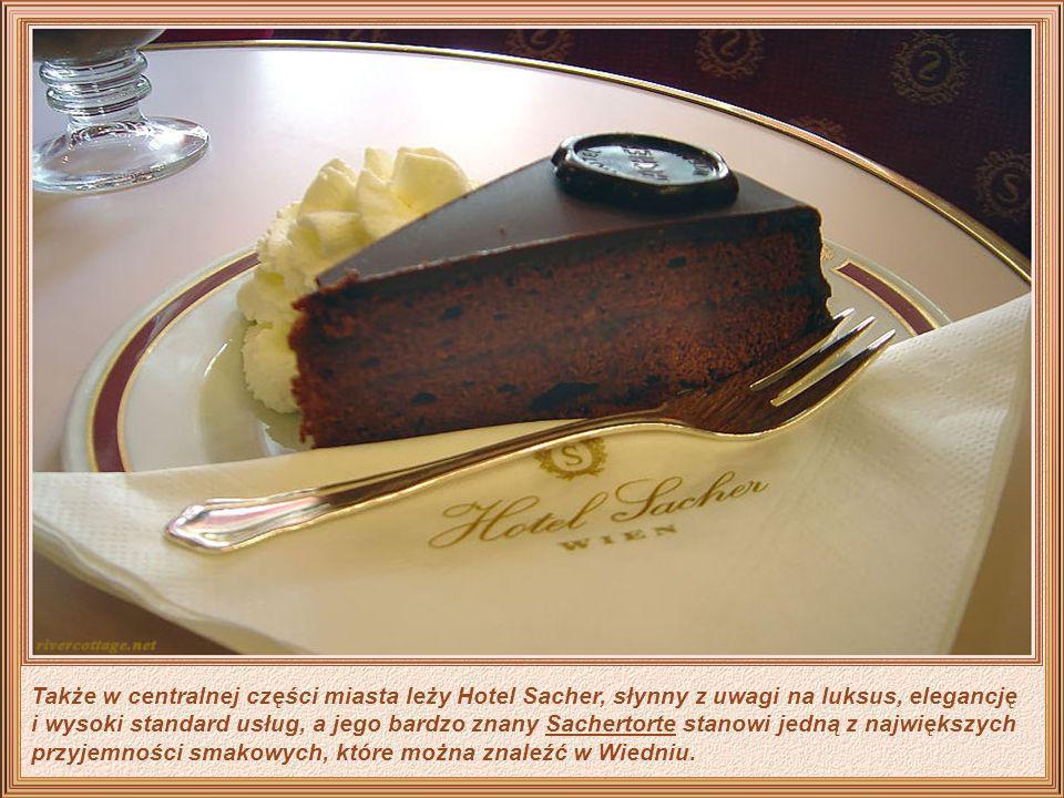 Także w centralnej części miasta leży Hotel Sacher, słynny z uwagi na luksus, elegancję i wysoki standard usług, a jego bardzo znany Sachertorte stanowi jedną z największych przyjemności smakowych, które można znaleźć w Wiedniu.