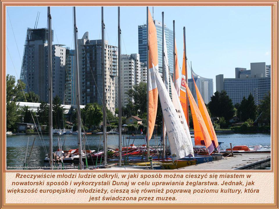 Rzeczywiście młodzi ludzie odkryli, w jaki sposób można cieszyć się miastem w nowatorski sposób i wykorzystali Dunaj w celu uprawiania żeglarstwa.