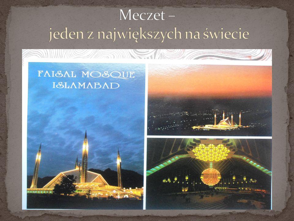 Przygotowania do modlitwy Zabudowy i korytarze przy Meczecie