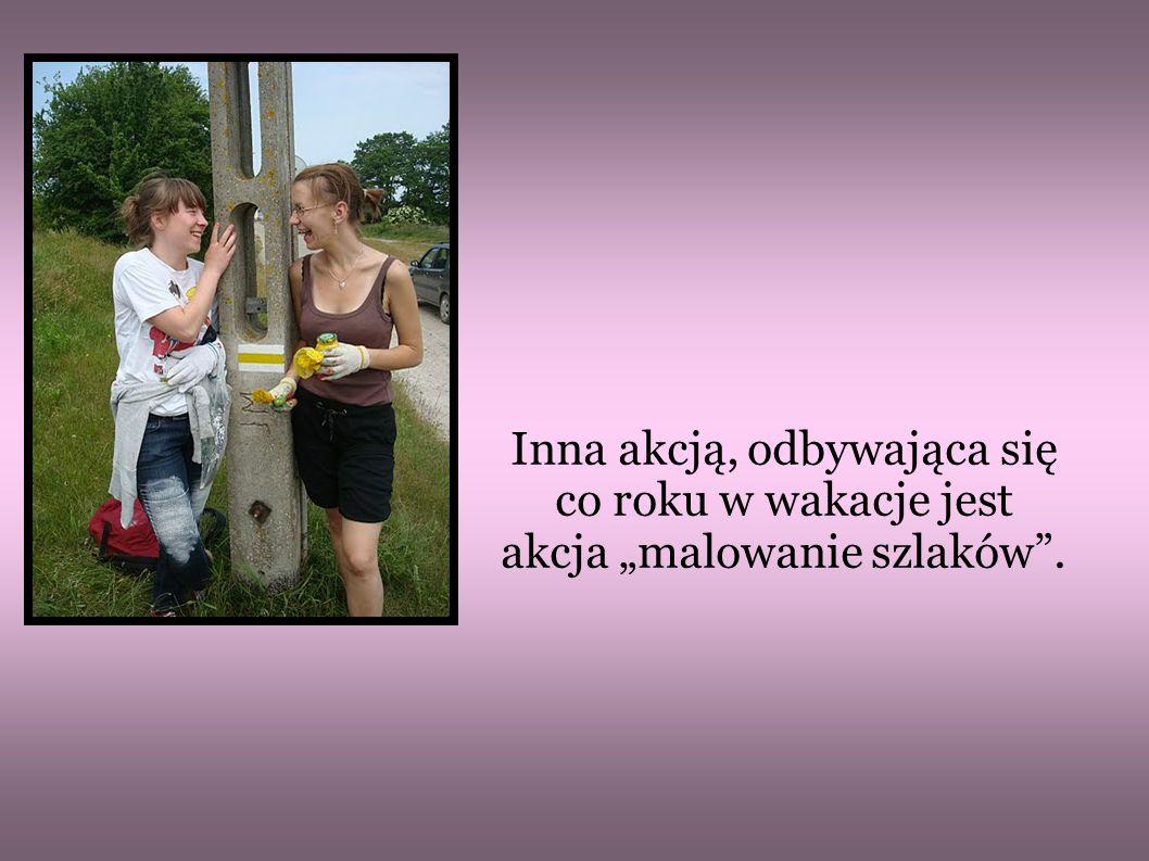Nasza opiekunka Pani Danuta Sosnowska zbiera ekipę znakarzy, kupuje puszki farby, pędzle, odbiera zlecenia z PTTK i jedziemy malować szlaki.