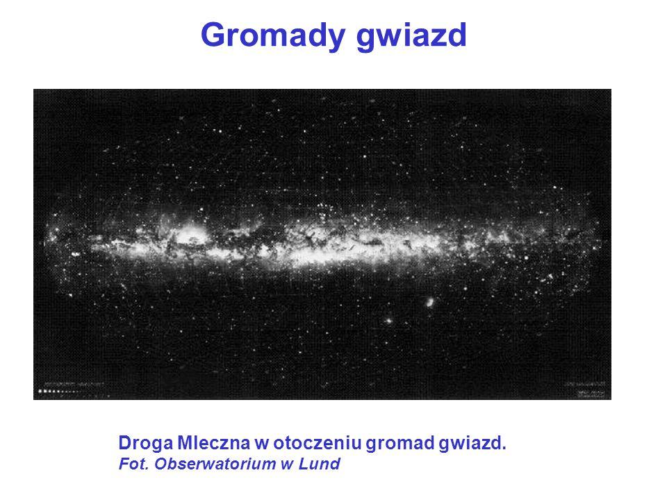 Gromady otwarte Gromady gwiazd Gromady otwarte są mniejsze od gromad kulistych.