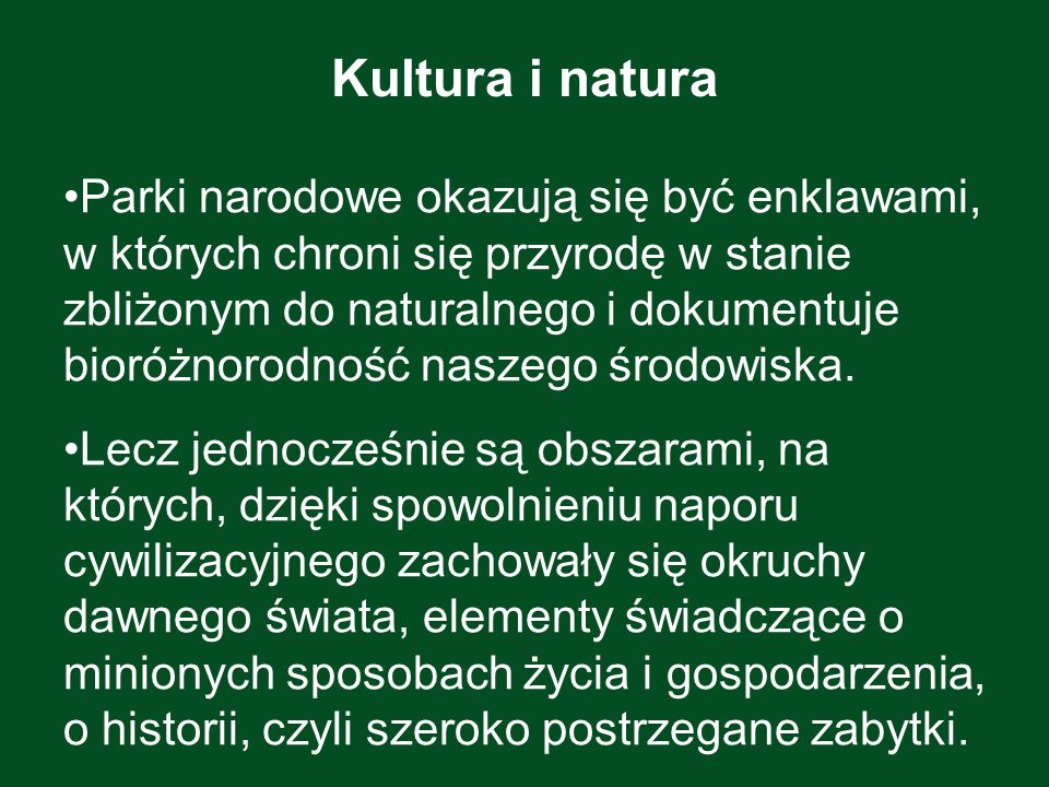 Kapliczka z komponowanym układem zieleni, droga, rozłóg pól, to kulturowe komponenty krajobrazu otaczającego Pieniński Park Narodowy