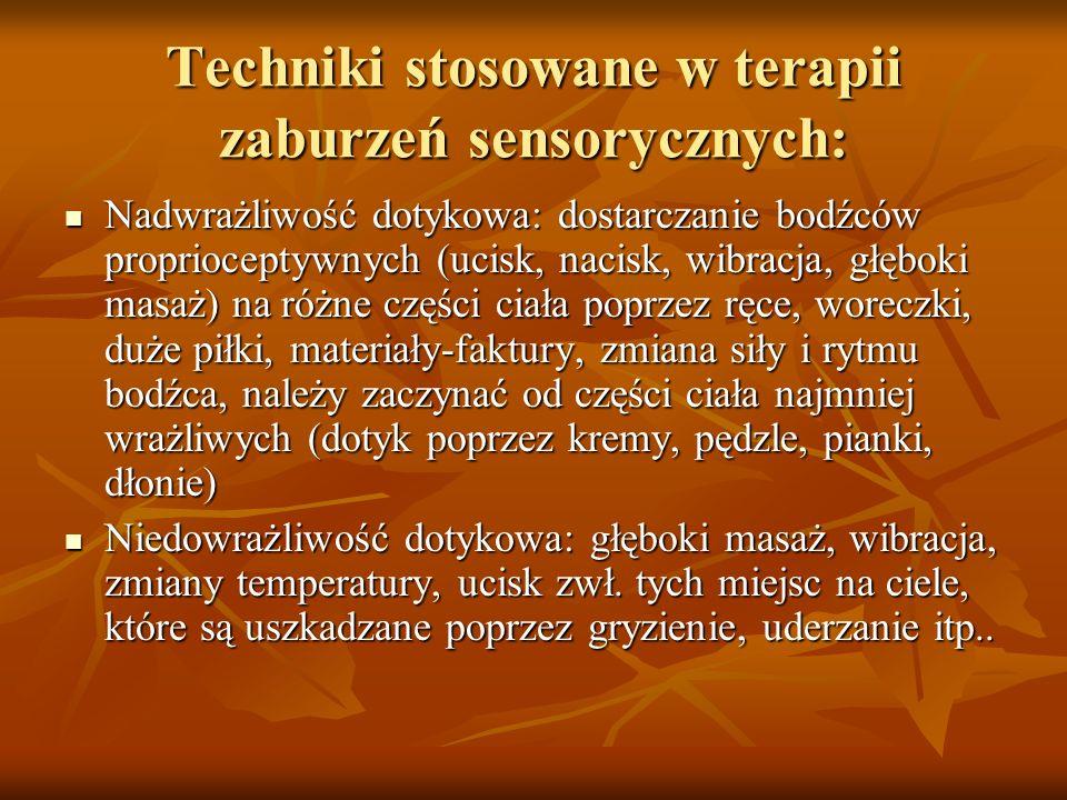 Techniki stosowane w terapii zaburzeń sensorycznych c.d.: Nadwrażliwość przedsionkowa: tu ważne wyposażenie sali oraz stwarzanie warunków, w których dziecko będzie samo działało, np.