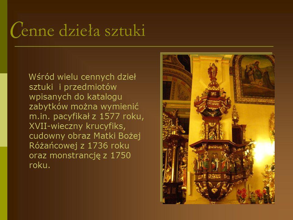 W barokowym wnętrzu...Wyposażenie wnętrza ma charakter barokowy i rokokowy.
