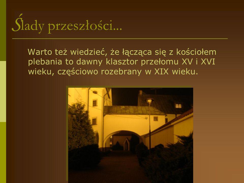 K apliczka na rozwidleniu dróg Zwierzyniec- Krzepice - Doliska K apliczkę ufundowali mieszkańcy Zwierzyńca Pierwszego i Ochotnicza Straż Pożarna.