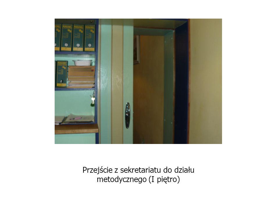Przejście z sekretariatu do działu metodycznego (I piętro)