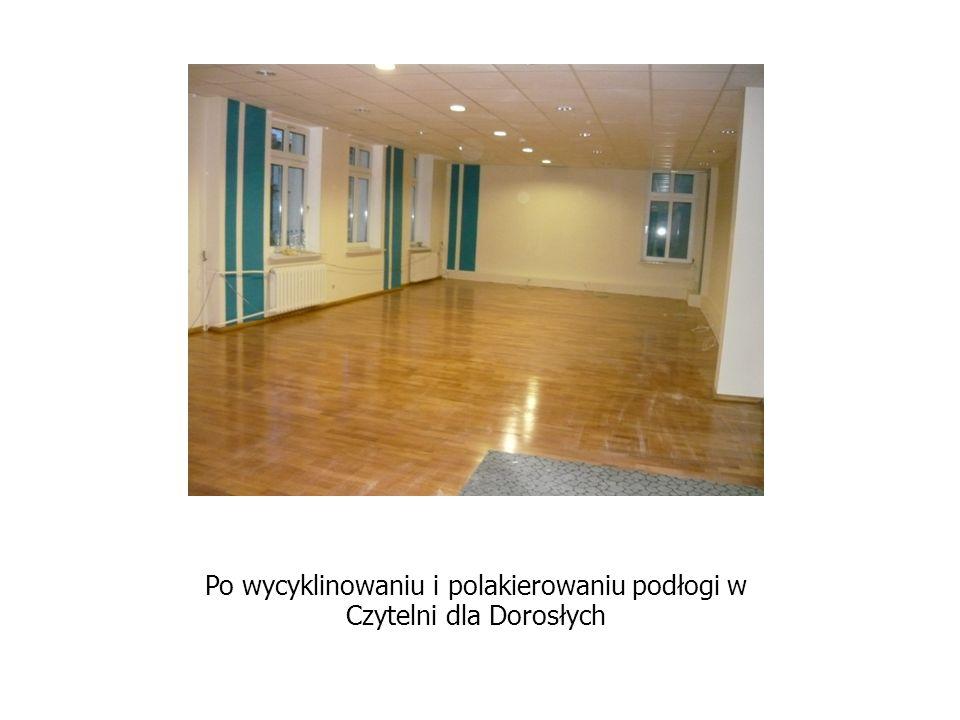 Po wycyklinowaniu i polakierowaniu podłogi w Czytelni dla Dorosłych