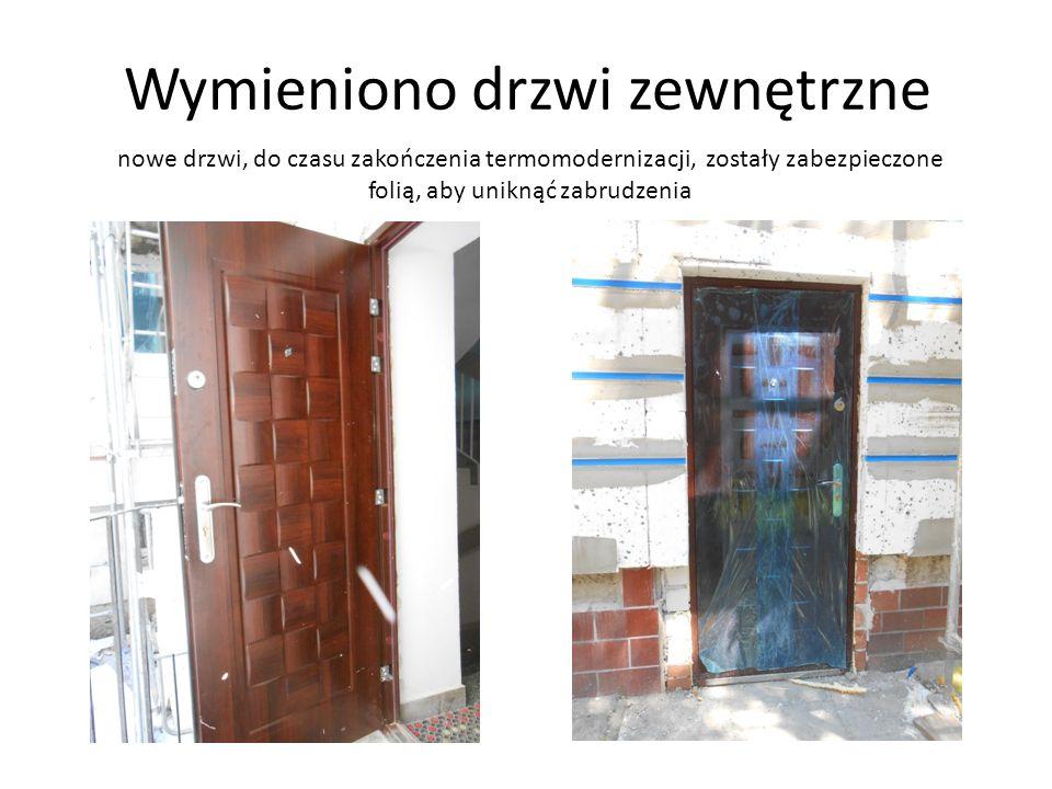 Wymieniono drzwi zewnętrzne