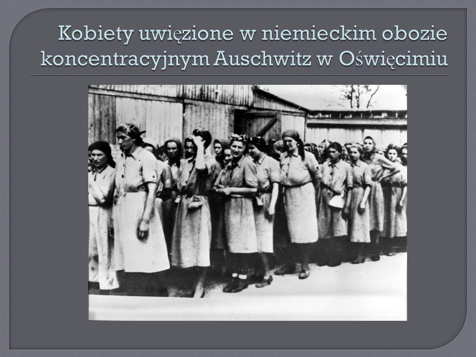 Kobiety uwięzione w niemieckim obozie koncentracyjnym Auschwitz w Oświęcimiu