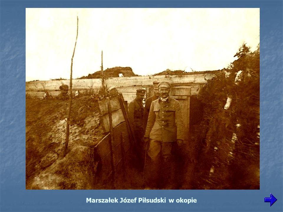 Marszałek Józef Piłsudski w okopie
