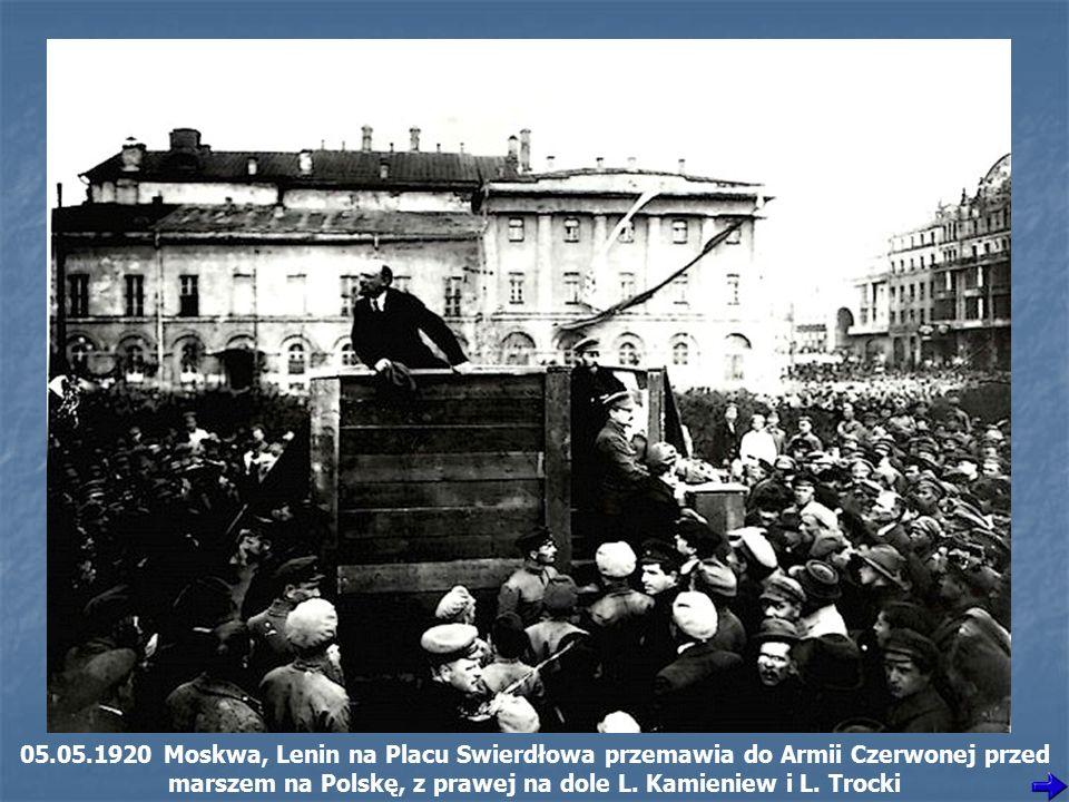 05.05.1920 Moskwa, Lenin na Placu Swierdłowa przemawia do Armii Czerwonej przed marszem na Polskę, z prawej na dole L.