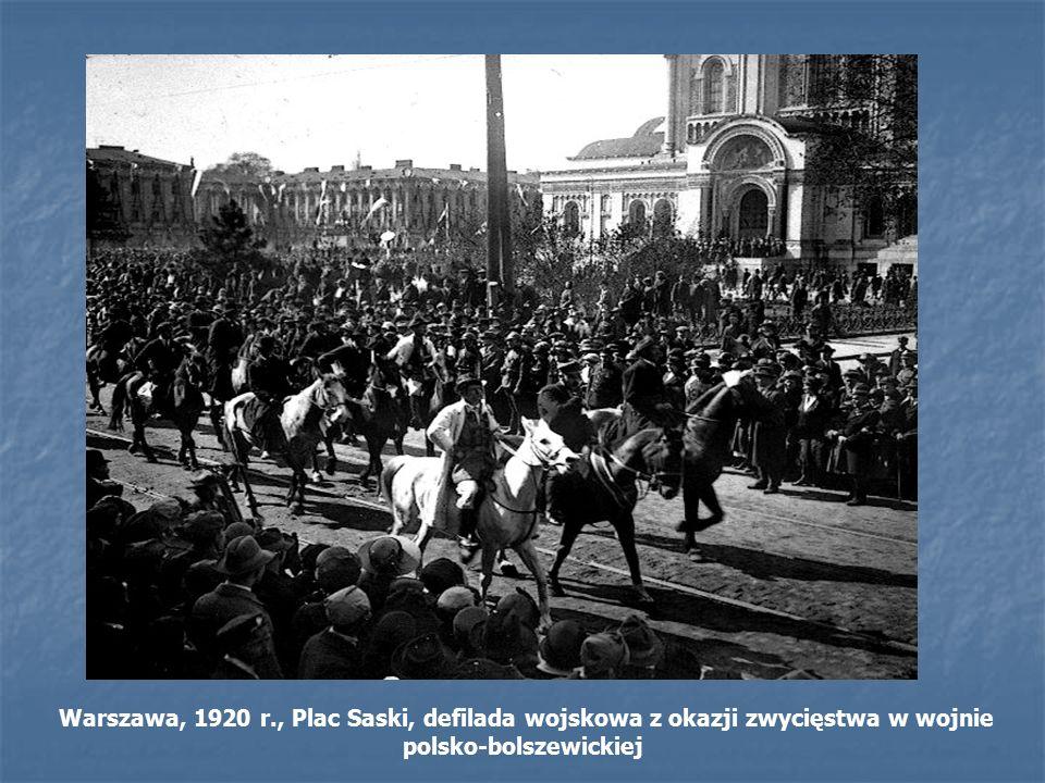 Warszawa, 1920 r., Plac Saski, defilada wojskowa z okazji zwycięstwa w wojnie polsko-bolszewickiej