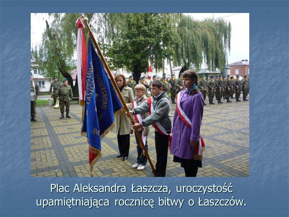 Plac Aleksandra Łaszcza, uroczystość upamiętniająca rocznicę bitwy o Łaszczów.
