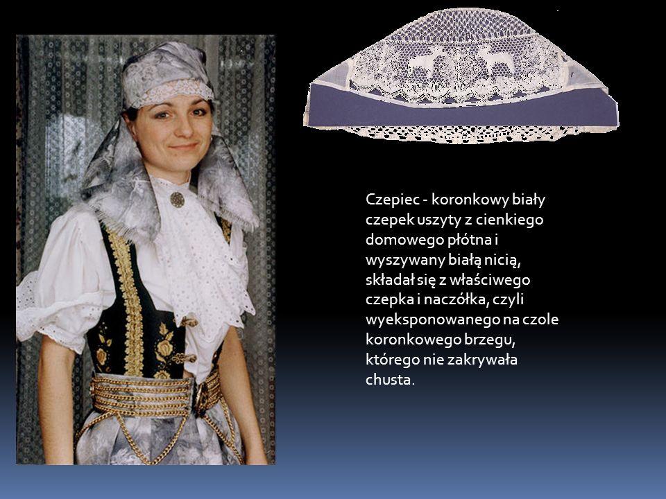 Czepiec - koronkowy biały czepek uszyty z cienkiego domowego płótna i wyszywany białą nicią, składał się z właściwego czepka i naczółka, czyli wyeksponowanego na czole koronkowego brzegu, którego nie zakrywała chusta.