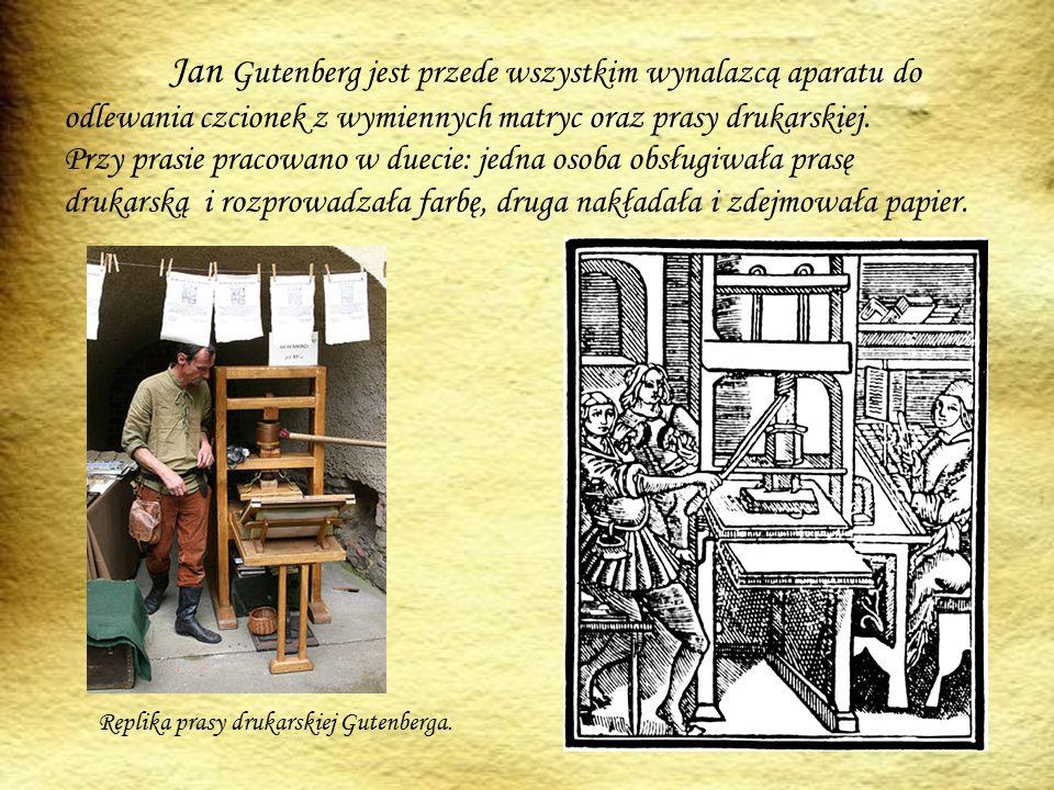Jan Gutenberg jest przede wszystkim wynalazcą aparatu do odlewania czcionek z wymiennych matryc oraz prasy drukarskiej. Przy prasie pracowano w duecie: jedna osoba obsługiwała prasę drukarską i rozprowadzała farbę, druga nakładała i zdejmowała papier.