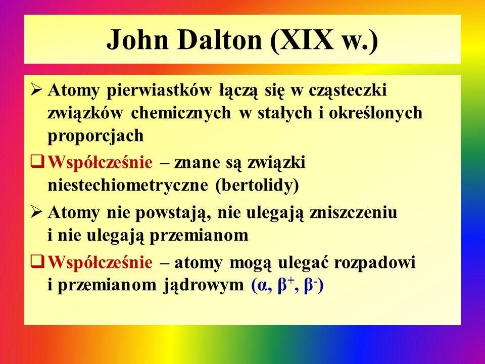 John Dalton (XIX w.) Atomy pierwiastków łączą się w cząsteczki związków chemicznych w stałych i określonych proporcjach.