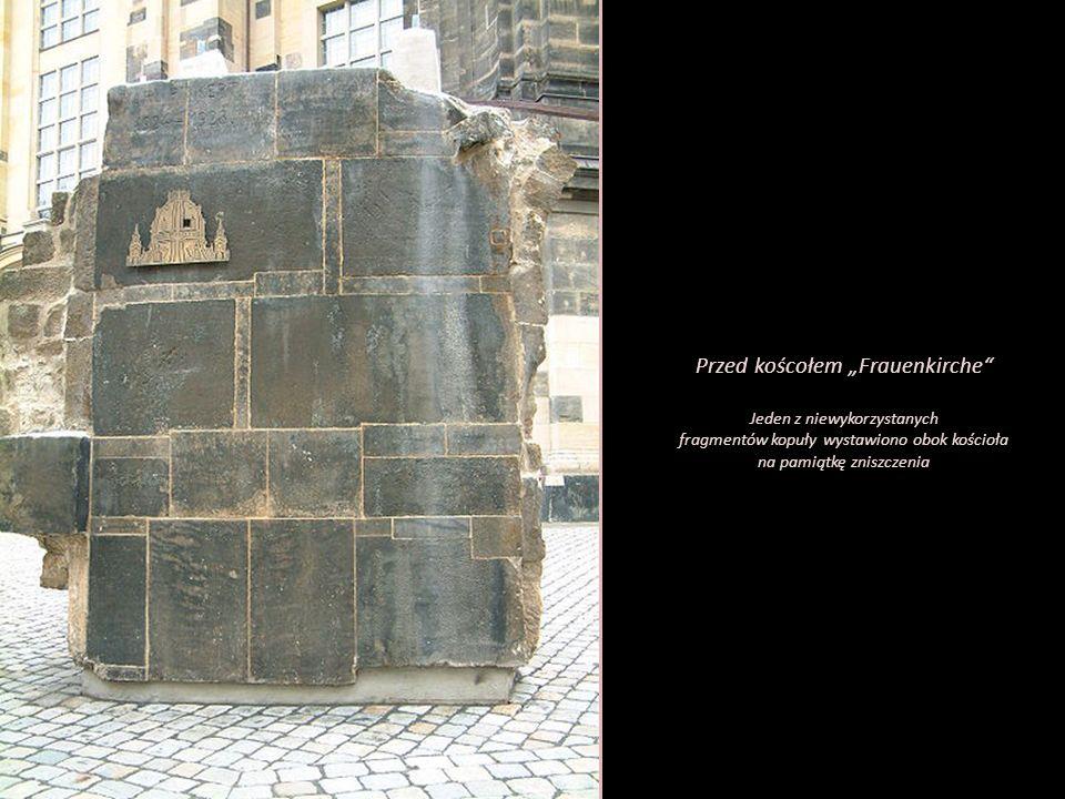 """Przed koścołem """"Frauenkirche"""