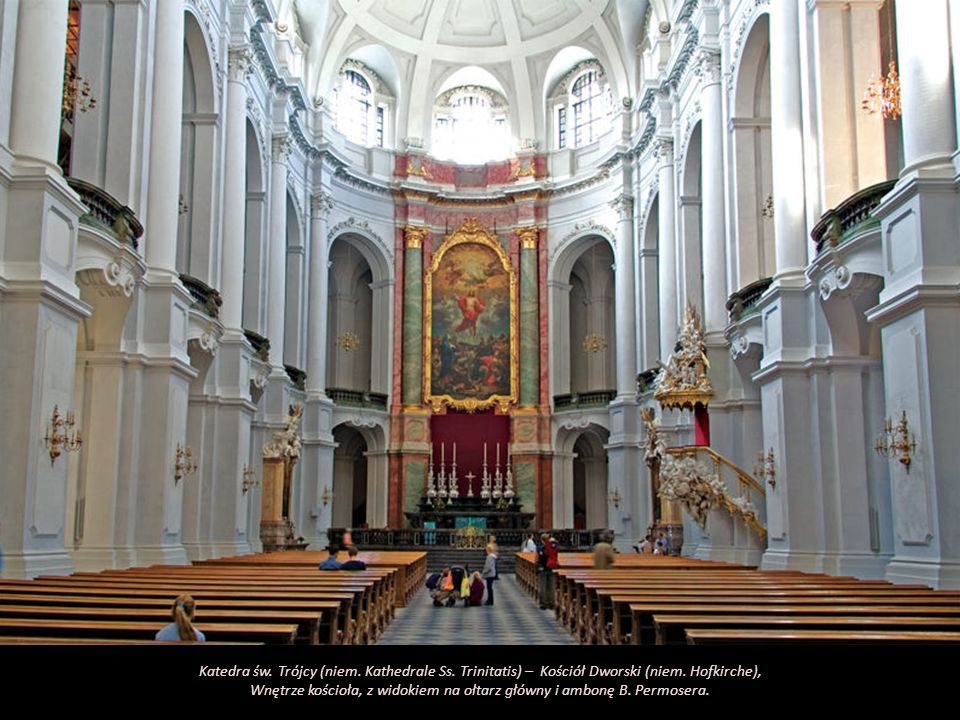 Wnętrze kościoła, z widokiem na ołtarz główny i ambonę B. Permosera.