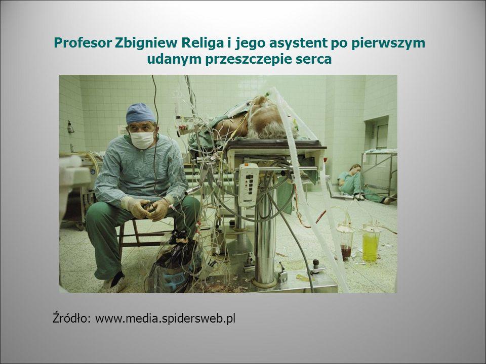 Profesor Zbigniew Religa i jego asystent po pierwszym udanym przeszczepie serca