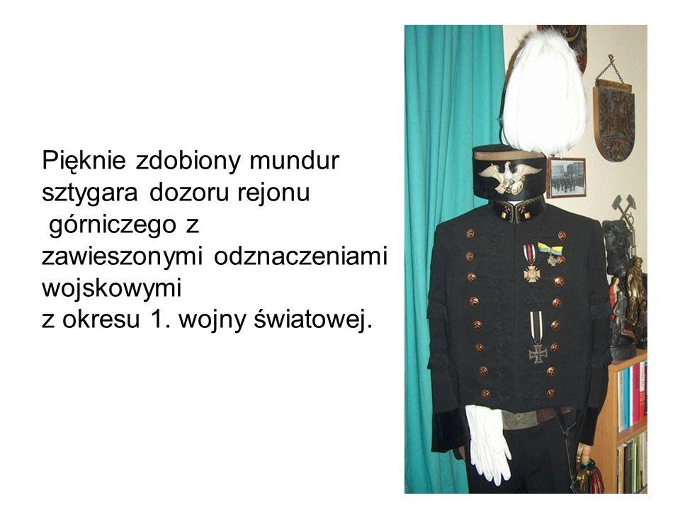 Pięknie zdobiony mundur sztygara dozoru rejonu górniczego z zawieszonymi odznaczeniami wojskowymi z okresu 1.