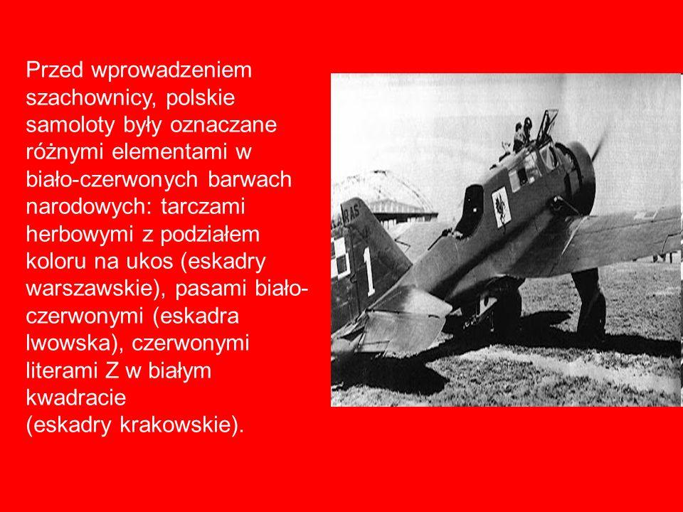 Przed wprowadzeniem szachownicy, polskie samoloty były oznaczane różnymi elementami w biało-czerwonych barwach narodowych: tarczami herbowymi z podziałem koloru na ukos (eskadry warszawskie), pasami biało-czerwonymi (eskadra lwowska), czerwonymi literami Z w białym kwadracie