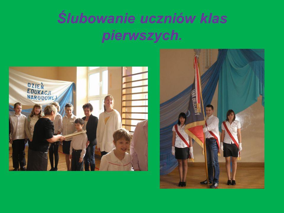 Ślubowanie uczniów klas pierwszych.