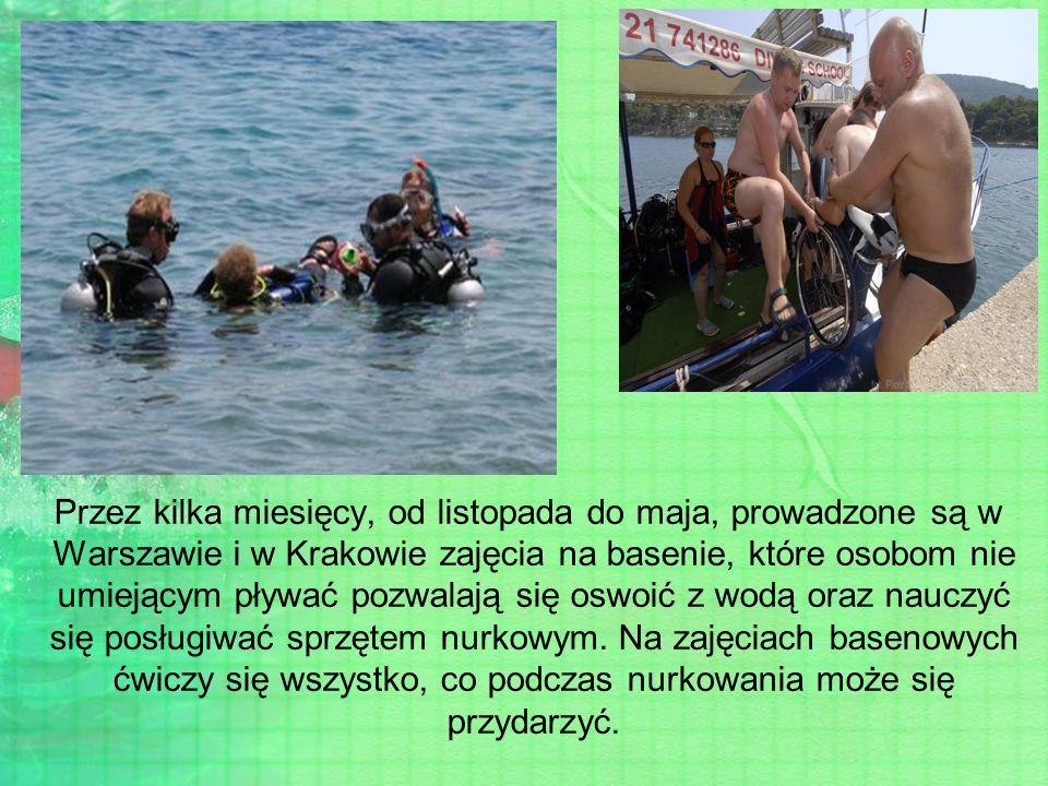 Przez kilka miesięcy, od listopada do maja, prowadzone są w Warszawie i w Krakowie zajęcia na basenie, które osobom nie umiejącym pływać pozwalają się oswoić z wodą oraz nauczyć się posługiwać sprzętem nurkowym.