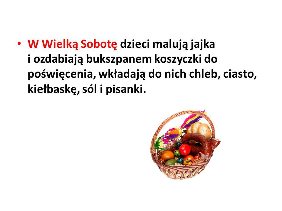 W Wielką Sobotę dzieci malują jajka i ozdabiają bukszpanem koszyczki do poświęcenia, wkładają do nich chleb, ciasto, kiełbaskę, sól i pisanki.