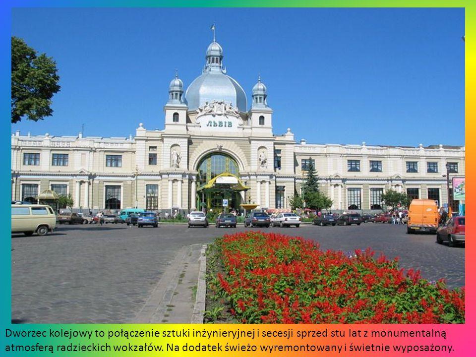 Dworzec kolejowy to połączenie sztuki inżynieryjnej i secesji sprzed stu lat z monumentalną atmosferą radzieckich wokzałów.
