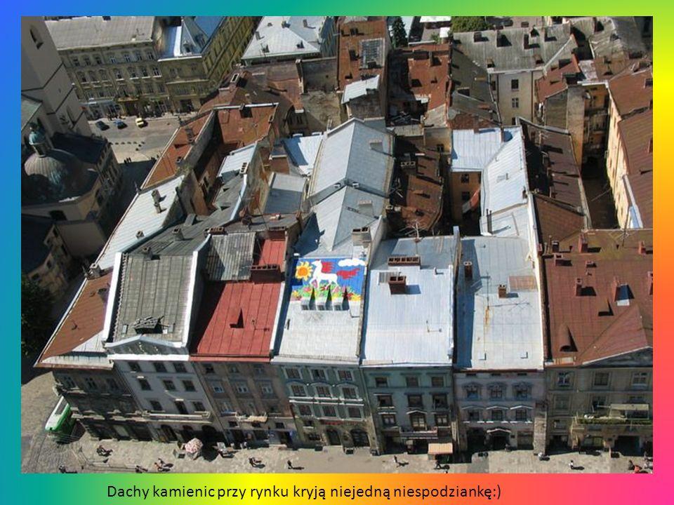 Dachy kamienic przy rynku kryją niejedną niespodziankę:)