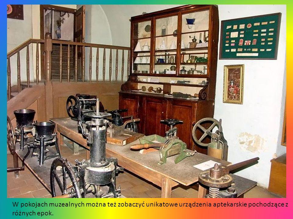 W pokojach muzealnych można też zobaczyć unikatowe urządzenia aptekarskie pochodzące z różnych epok.