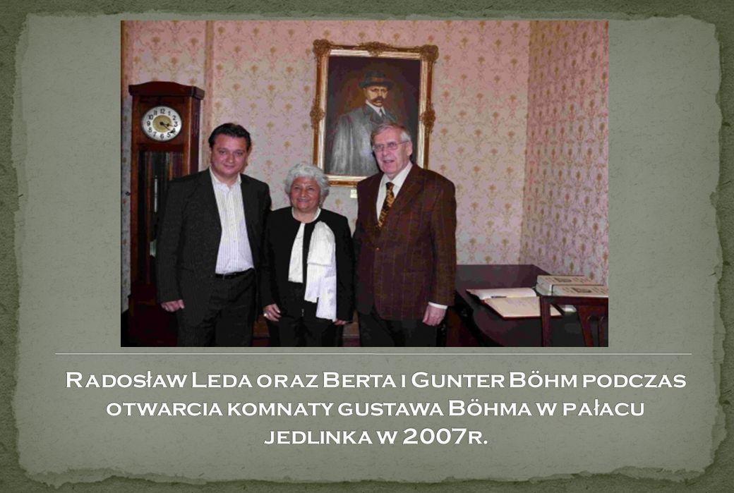 Radosław Leda oraz Berta i Gunter Böhm podczas otwarcia komnaty gustawa Böhma w pałacu jedlinka w 2007r.