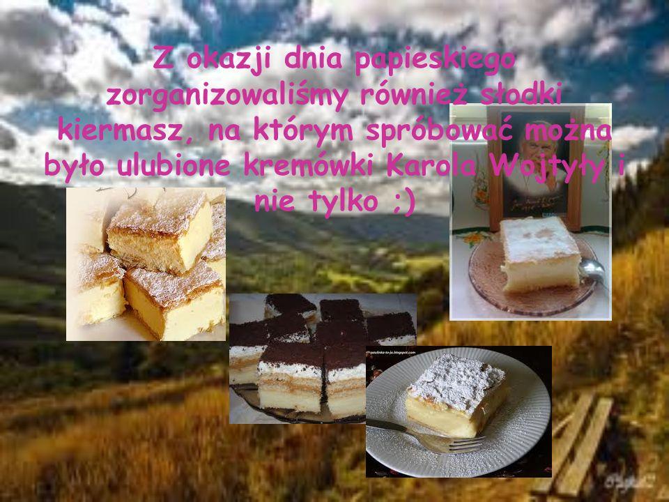 Z okazji dnia papieskiego zorganizowaliśmy również słodki kiermasz, na którym spróbować można było ulubione kremówki Karola Wojtyły i nie tylko ;)