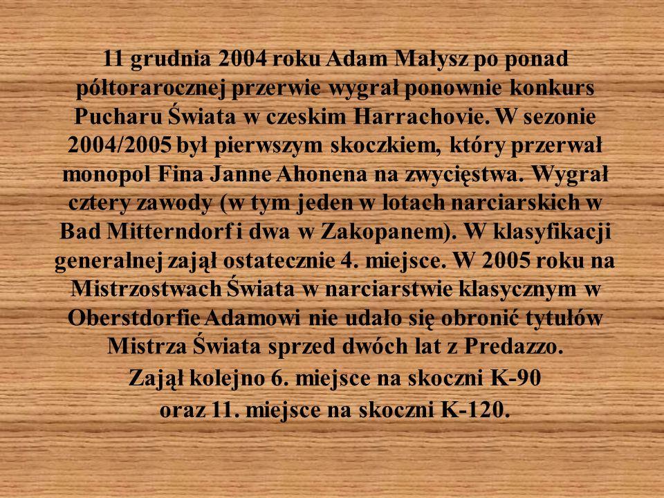 11 grudnia 2004 roku Adam Małysz po ponad półtorarocznej przerwie wygrał ponownie konkurs Pucharu Świata w czeskim Harrachovie.