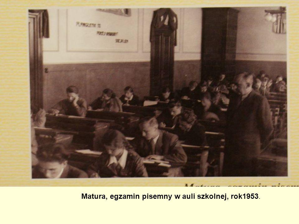 Matura, egzamin pisemny w auli szkolnej, rok1953.