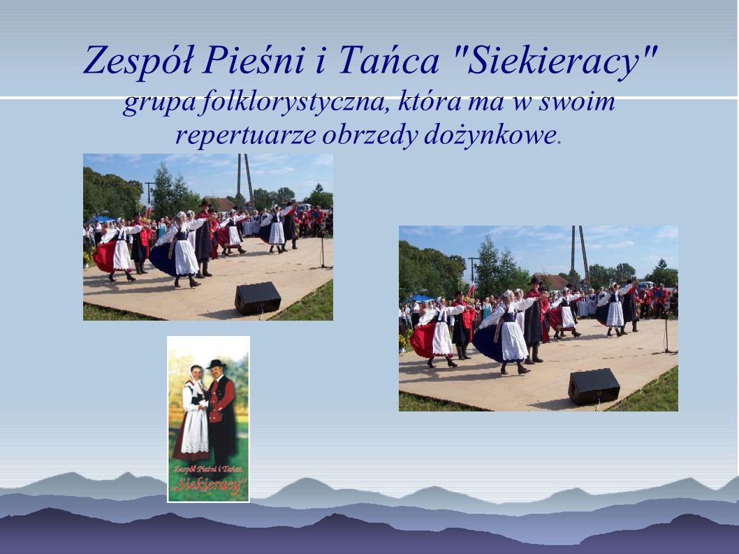Zespół Pieśni i Tańca Siekieracy grupa folklorystyczna, która ma w swoim repertuarze obrzedy dożynkowe.
