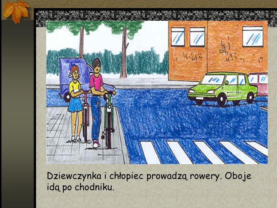 Dziewczynka i chłopiec prowadzą rowery. Oboje idą po chodniku.