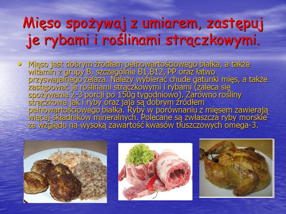 Mięso spożywaj z umiarem, zastępuj je rybami i roślinami strączkowymi.