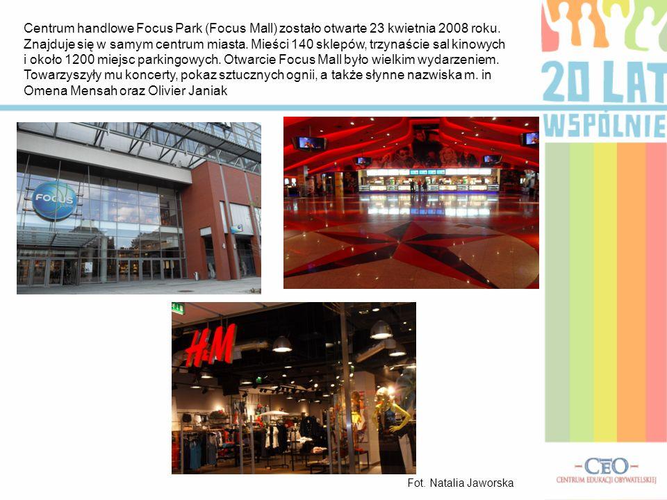 Centrum handlowe Focus Park (Focus Mall) zostało otwarte 23 kwietnia 2008 roku. Znajduje się w samym centrum miasta. Mieści 140 sklepów, trzynaście sal kinowych i około 1200 miejsc parkingowych. Otwarcie Focus Mall było wielkim wydarzeniem. Towarzyszyły mu koncerty, pokaz sztucznych ognii, a także słynne nazwiska m. in Omena Mensah oraz Olivier Janiak