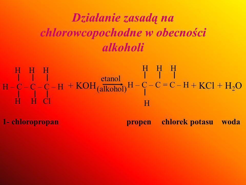 Działanie zasadą na chlorowcopochodne w obecności alkoholi