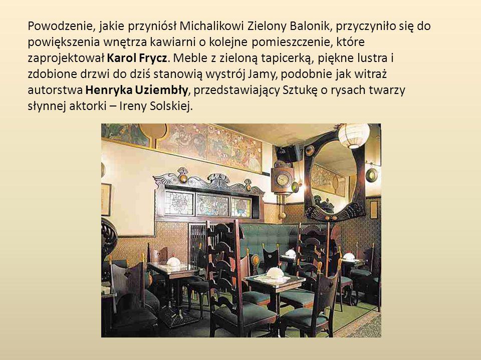 Powodzenie, jakie przyniósł Michalikowi Zielony Balonik, przyczyniło się do powiększenia wnętrza kawiarni o kolejne pomieszczenie, które zaprojektował Karol Frycz.